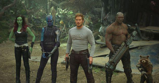 Gamora (Zoë Saldana), Nebula (Karen Gillan), Tähtilordi (Chris Pratt), Drax Tuhoaja (Dave Bautista) ja Rocket (Bradley Cooper) taistelevat yhdessä pelastaakseen galaksin.
