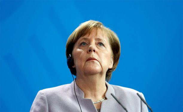 Liittokansleri Angela Merkel antoi lausunnon Turkin kansanäänestyksestä. Vaalitarkkailijoiden arviota kansanäänestyksestä odotetaan.