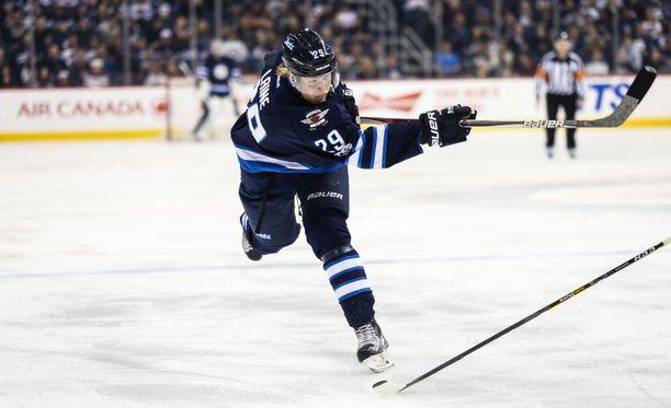 Winnipeg Jetsin Patrik Laine ei pystynyt kasvattamaan muhkeaa maalitiliään ottelussa San Jose Sharksia vastaan.
