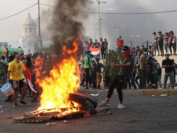 YLi sata ihmistä on kuollut ja tuhansia haavoittunut Irakin pääkaupungissa Bagdadissa vajaan viikon kestäneissä mielenosoituksissa.