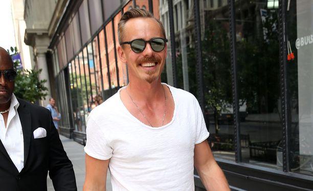 Jasper Pääkkönen jäi paparazzien haaviin New Yorkissa.