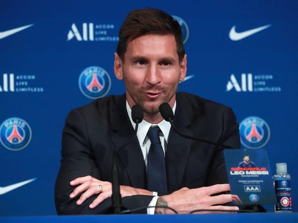 Lionel Messi karkasi Barcelonalta ilman siirtokorvausta.