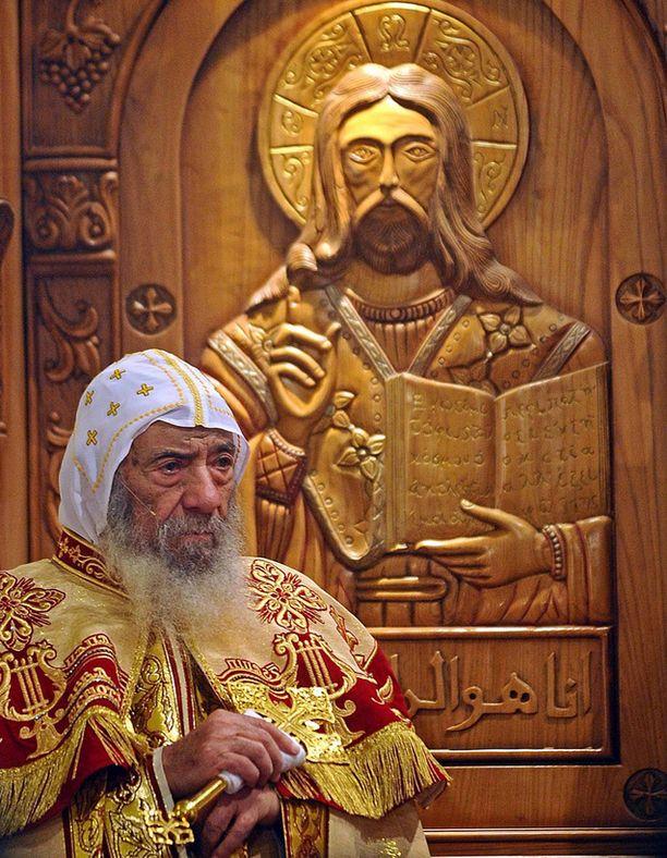 Egyptin kirkon päämies Shenouda III johti ortodoksista yöjumalanpalvelusta Kairossa.