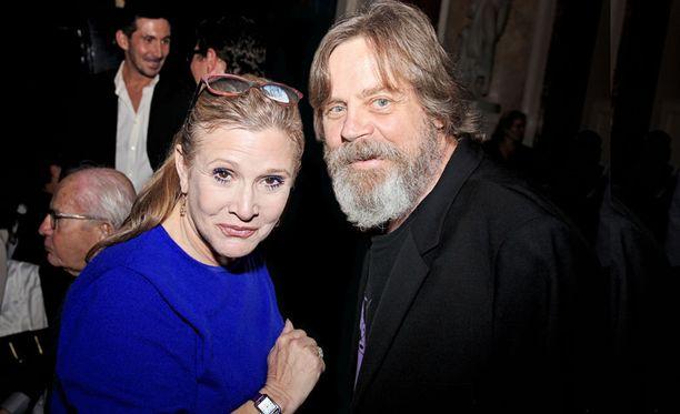 Carrie Fisher ja Mark Hamill tapasivat ensimmäisen kerran ennen ensimmäisen Tähtien sota -elokuvan kuvauksia ja heidän ystävyytensä kesti Fisherin kuolemaan saakka. Kuva vuodelta 2015.