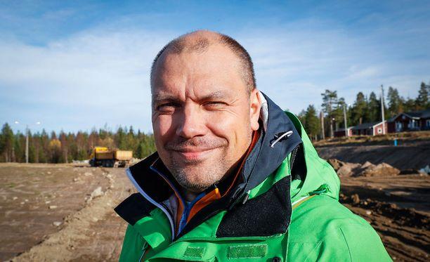 - Urheilu-uran jälkeiseen elämään sopeutumista helpottaa, jos pystyy täyttämään mielekkäillä asioilla sen valtavan ajankäytöllisen aukon, toteaa Suomen Urheilumanagerit ry:n puheenjohtaja Hannu Koivusalo.