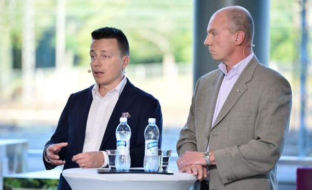 Suojelupoliisin ylitarkastaja Tuomas Portaankorva (oik.) sanoo, että ääriainekset pyritään tunnistamaan ajoissa.
