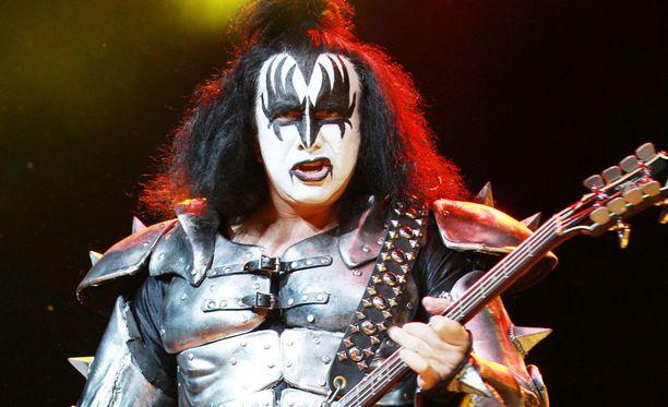 """Sanoisitko tälle naamiomiehelle """"tahdon""""? Gene Simmons Kiss-esiintymismaskissaan."""