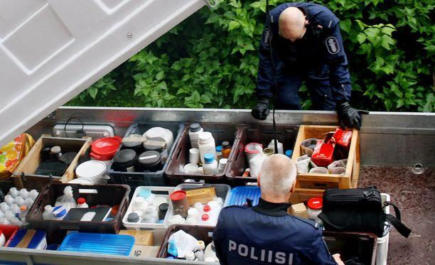 Mies varastoi erilaisia kemikaaleja Jyväskylän Säynätsalossa sijaitsevaan kerrostaloasuntoonsa. Osa kemikaaleista löytyi kerrostalon pihassa sijaitsevassa ulkovarastosta.