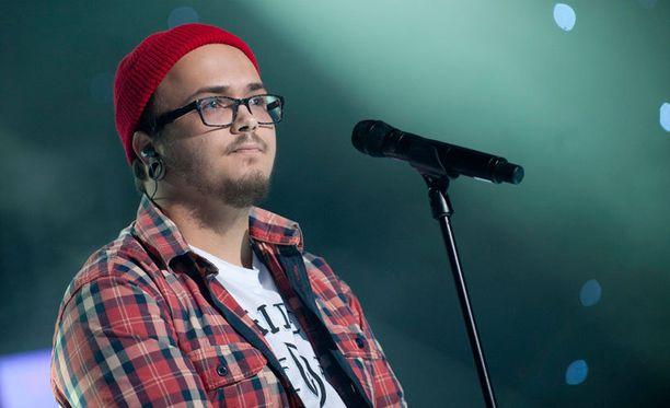Vilikasper Kanth osallistui vuonna 2011 Idolsiin.