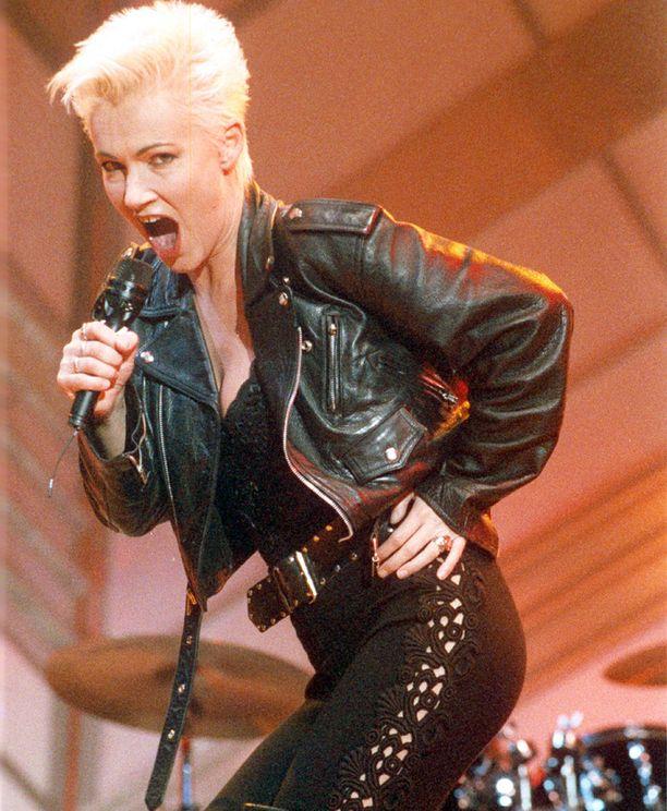 Marie Fredriksson rakastaa lavalla oloa.