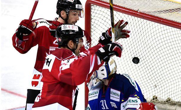 Kanada ampui viisi maalia Riku Heleniuksen vartioimaan maaliin.
