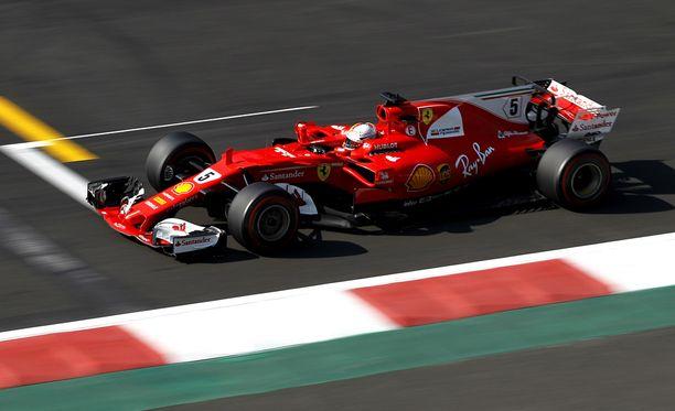 Sebastian Vettel lähtee Meksikon osakilpailuun paalupaikalta.