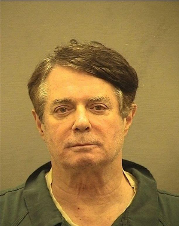 Alexandrian sheriffin pidätyskuva 69-vuotiaasta Paul Manafortista.