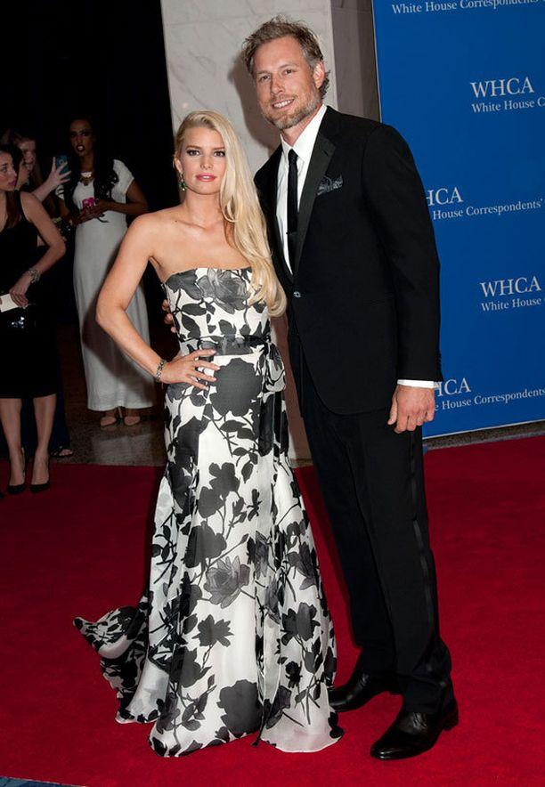 Raskauskilot karistanut Jessica Simpson ja kihlattu Eric Johnson aikovat naimisiin vielä tänä vuonna.
