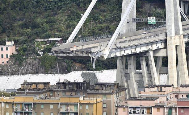 Morandin sillasta romahti viranomaisten mukaan noin 200 metrin pituinen osa. Sillan kokonaismitta on yli kilometrin verran.