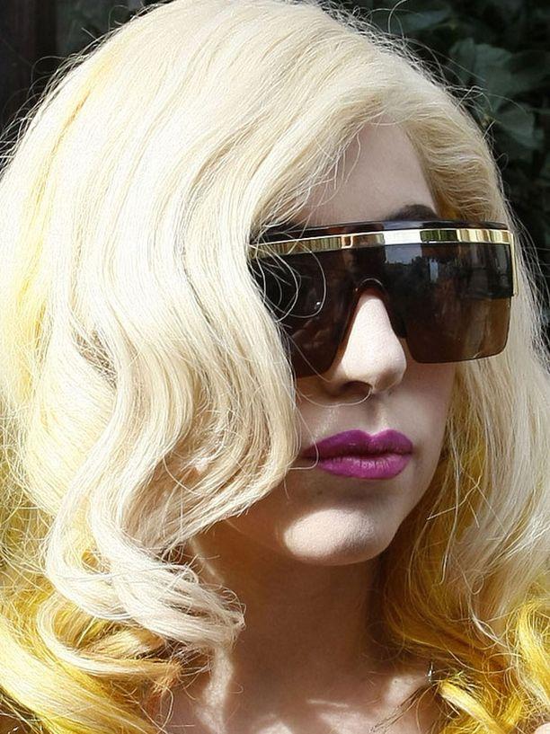 Ihastuttava ja vihastuttava Lady Gaga päihitti muut artistit nettisuosiollaan.