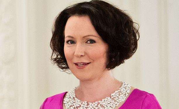 Jenni Haukio nähdään Linnan juhlissa puvussa, jonka kangasmateriaali on tehty koivusta.