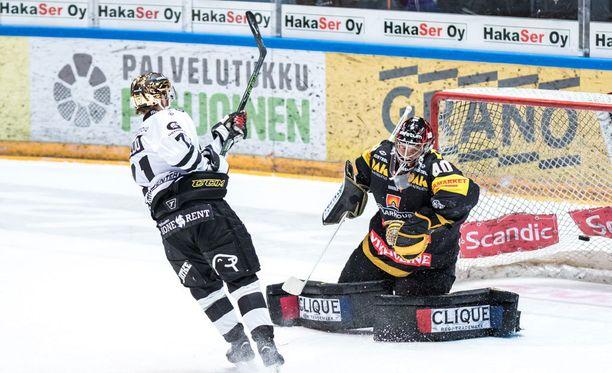 Tomi Kallio vastasi voittolaukauskisan ainoasta osumasta.