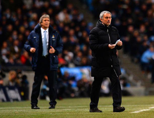 Chelsean manageri José Mourinho (oik.) jätti taas manchester Cityn Manuel Pellegrinin varjoonsa.