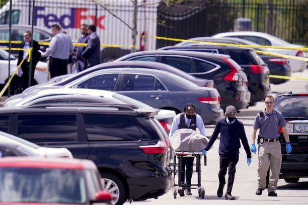 Puolet uhreista kuoli parkkipaikalla ja puolet sisätiloissa. Ammuskelu alkoi noin kello 23, jolloin oli käynnissä vuoronvaihto ja tauko, minkä aikana moni työntekijä menee autolleen.