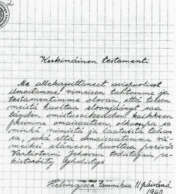 Iäkkään pariskunnan keskinäinen testamentti on kirjoitettu käsin. Otsikossa ja tekstissä on kirjoitusvirheitä ja lisäksi siinä on kantajien mukaan muotovirheitä.