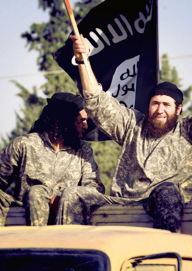 Kuvassa Isis-taistelijoita Pohjois-Syyriassa kesäkuussa 2014.