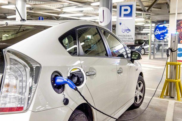 Yhteiskäyttöauto voi helposti olla myös ladattava hybridi- tai sähköauto, koska yhteiskäyttöautojen sijoituspaikoilla lataustarve voidaan ennakoida.