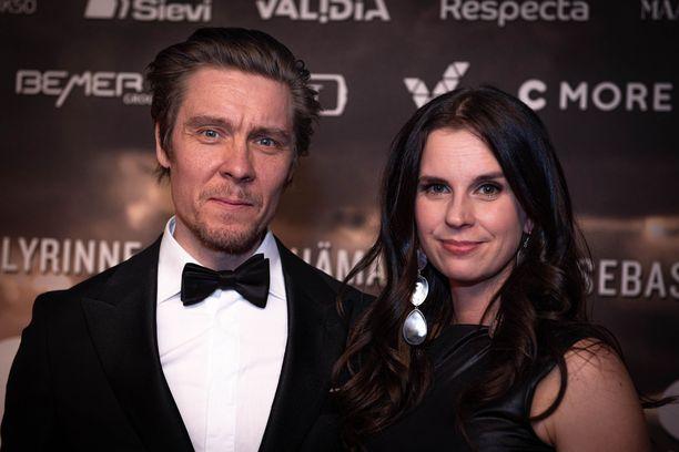 Tuukka ja Olga Temonen asuvat maalla.
