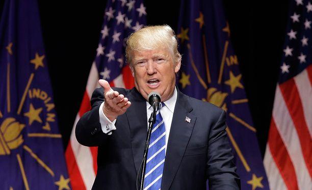 Voittonsa julistamisen jälkeen Trump solvasi ensitöikseen Twitterissä vastaehdokastaan Ted Cruzia.