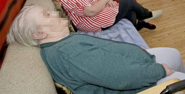 Laitoksissa asuvien vanhusten huono ravitsemustilanne yllätti hoitajatkin.
