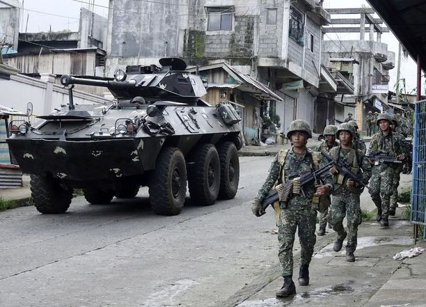 Filippiinien armeijan sotilaita matkalla taisteluun.