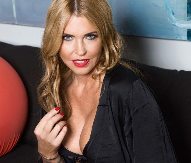 Anu Saagim haukkui Maria Veitolaa rumaksi jo viime vuoden puolella Veitola Yökylässä - ohjelmassa.