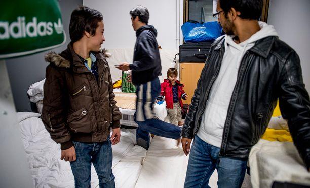 Suomalaisten asenteet turvapaikanhakijoita kohtaan ovat koventuneet.