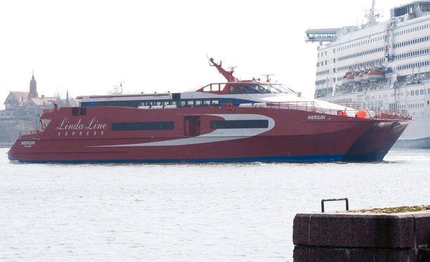 Kova tuuli ei vaikuta Finnairin eikä tiettävästi muiden laivayhtiöiden kuin Linda Linen liikennöintiin.