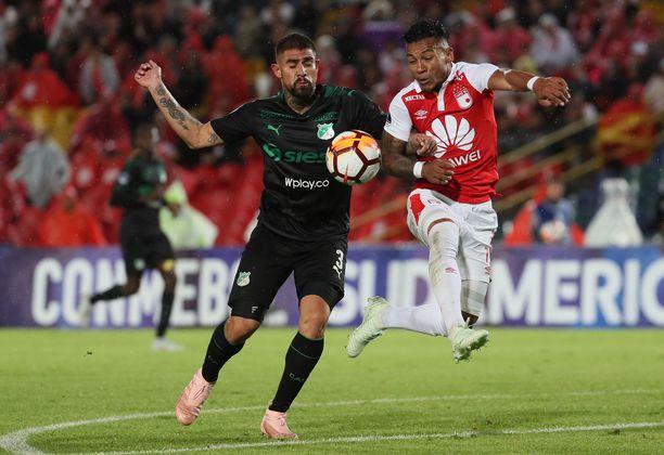 Juan Quintero (vasemmalla) pelaa Kolumbian korkeimmalla sarjatasolla Deportivo Calissa. Kuvassa pallosta kamppailee myös Wilson Morelo.
