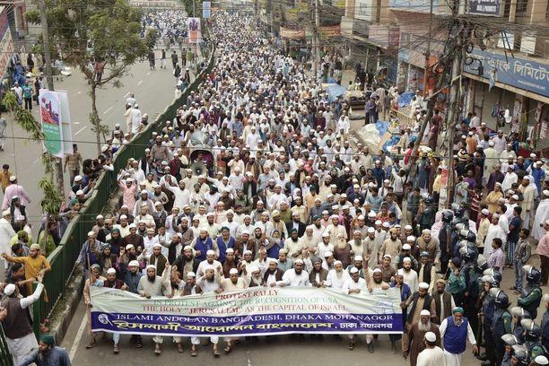 Dhakassa osoitettiin tuhansien ihmisten voimin tukea Palestiinalle.