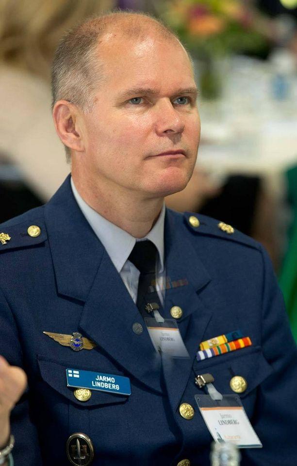 Jarmo Lindberg on entinen Ilmavoimien komentaja ja hävittäjälentäjä.