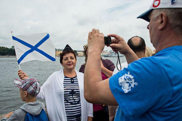 Tamara Bagan oli pukeutunut merihenkiseen teemaan sopivasti.