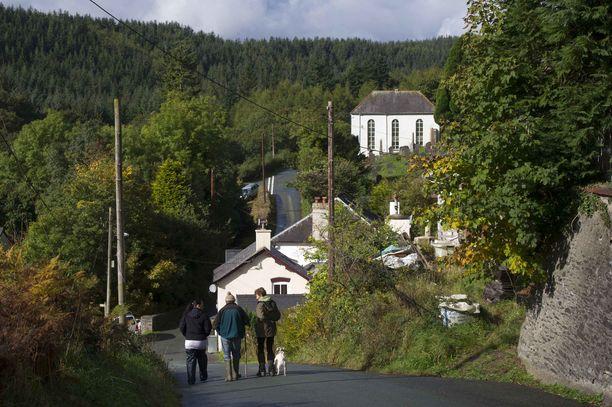 Aberhosanin kylän netti meni nurin joka aamu tasan kello seitsemän.