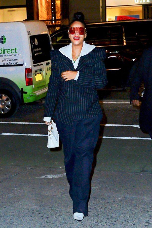 Rihanna on yksi maailman seuratuimmista tyyli-ikoneista. Hän pukeutui New Yorkissa suomalaisen Aalto International -brändin farkkuihin.