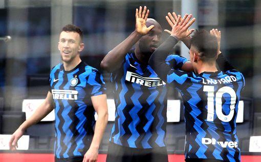 Kukkotappelu jatkuu! Zlatan sai kuulla kunniansa – Interille valtava derby-voitto