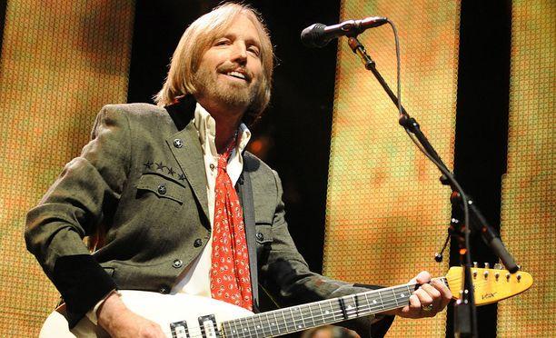 Artisti esiintymässä vuonna 2010. Tom Petty and the Heartbreakers myi kymmeniä miljoonia levyjä maailmanlaajuisesti.