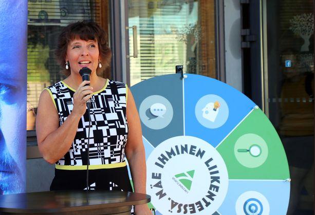 Liikenneministeri Anne Berner näkee nollatoleranssin ainoaksi hyväksyttäväksi tavoitteeksi suojatieturvallisuudessa.