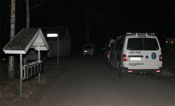 Kaakkois-Suomen poliisilaitos sai iltakuuden aikaan ilmoituksen uhkaavasti kotonaan käyttäytyneestä miehestä.