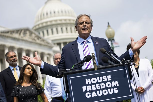 Ralph Norman kuuluu alahuoneen äärioikeistolaisimpaan ryhmään Freedom Caucusiin.