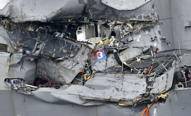 Laivaston jäsenten ruumiit löytyivät laivasta.