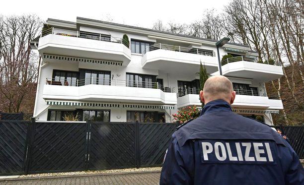 Poliisi tutki perämiehen asuntoa Düsseldorfissa viime viikon torstaina.