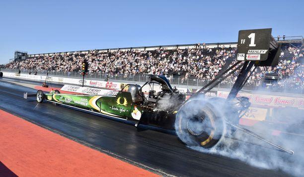 Kiihdytyskilpailussa kuljettajaan kohdistuu rajuja G-voimia.