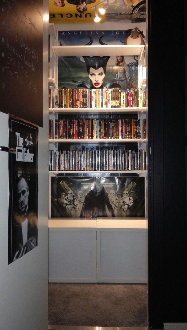 Elokuvat säilytetään entisessä vaatehuoneessa.
