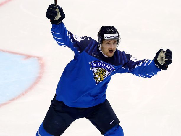 Sakari Manninen oli Suomen sankari puolivälierässä Ruotsia vastaan.